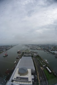 朱鷺メッセ展望室から新潟港を望む