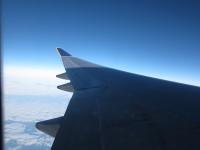 飛行機の中から夜明け